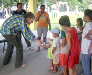 Les Nelson, formerly of Soldotna, hands out food to street kids in the Philippines as part of his Ferdinand Center for the Creative outreach program.