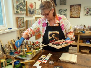 Janet Hickok, an encaustic artist from Anchorage, led the workshop.
