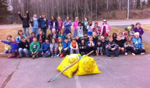 Photo courtesy of Dan Pascucci. Students at Kaleidoscope School of Arts and Science pose for a photo after their annual Adopt-A-Stream cleanup day.